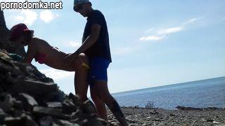 Русские супруги трахаются раком на берегу Черного моря в Сочи