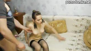 Любовник делает кунилингус сексвайф жене в чулках, а потом долбит её в пизду