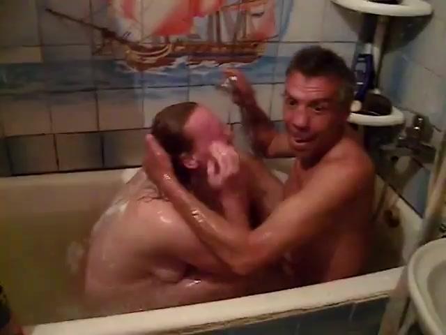 Порно Трахаются В Ванной