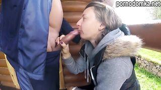 40 летняя женщина сосёт хуй и ебётся с мужиком рано утром в беседке