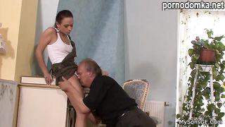Жена изменяет мужу с его отцом