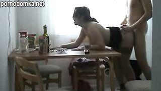 Пьяная русская ебля молодых на кухне