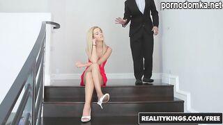 Стройная дочь застала невесту с парнем и трахнула их