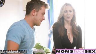 Мама учит сына неудачнику сексу со своей девушкой