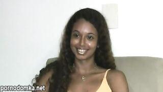 Мулатка Прецилия дает интервью и позирует обнаженной