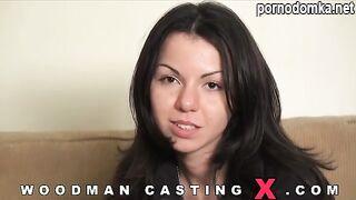 Питерская порно модель Катя позирует обнаженной на кастинге Вудмана