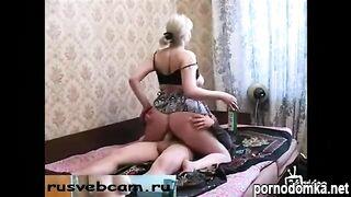 Русский гангстер трахает пьяную зрелую женщину с соседнего подъезда