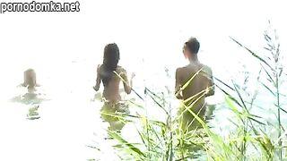 Четверо русских студентов устроили романтическую групповуху на пикнике