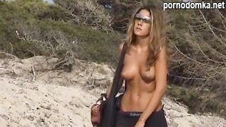Папарацци сняли голые сиськи Дженнифер Энистон на пляже