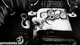 """Джуно Темпл обнажает сиськи в фильме """"Город грехов-2"""""""