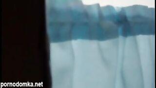Стажер подглядывает за бритой киской молодой пациентки у гинеколога