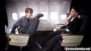 Стюардесса отсосала большой член миллиардера в самолете