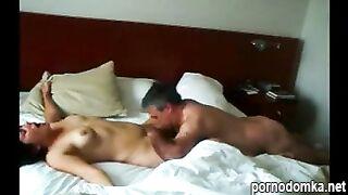 Женатый бизнесмен вылизал шлюшке писю до оргазма в отеле