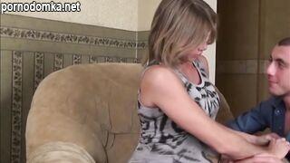 Беременную русскую женщину трахают в анал