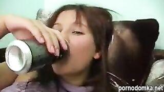 Пьяная женщина получила сперму на лицо после грубого траха