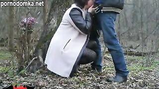 Наташа любит трахаться в лесу в писю и в рот