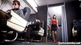 Стюардесса насадилась на член пассажира в самолете