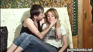 Русский пьяница трахает дочку в писю