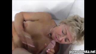 Зрелая Анна с упругими сиськами пришла на порно кастинг