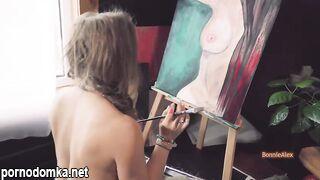 Сексуальная художница трахается в мастерской