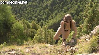 Экстремальная мастурбация высоко в горах