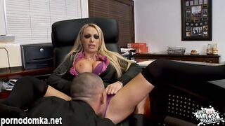 Блондинку Nikki Benz трахают с большими сиськами