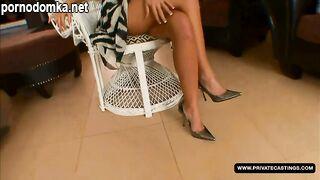 Французская блондинка с большими сиськами Стелла Делкруа посещает приватный кастинг