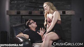 Миниатюрная блондинка-порнозвезда Alyssa Cole трахает своего учителя