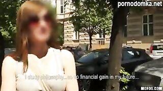 Чешская крошка подпрыгивает задницей на большом хуе