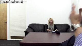 Симпатичную юную блондинку отшпилили на порно кастинге