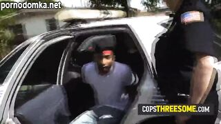 Три похотливые сотрудницы полиции поймали черного правонарушителя