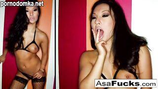 Азиатка в чулках захотела попробовать анальный секс