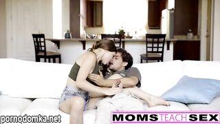 Мама знает больше и поэтому молодая пара прислушивается к ее советам