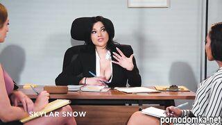 Горячих красоток-дизайнеров приложений возбуждает лесбийское порно