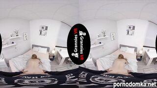 Горячая бабуля леди Анджелина трахается в виртуальной реальности