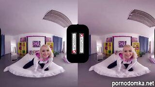 Блондинка Gwen Stacy раскрывает пизду об член парня