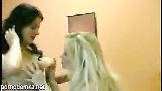 Две Горячие Лесбиянки С Двойным Дилдо