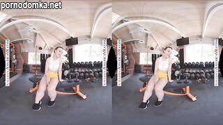 Уитни Райт ебется в стиле POV во время сеанса виртуальной реальности