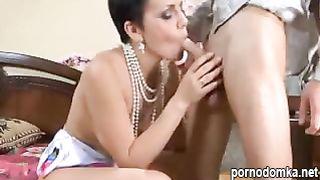Русская элитная шлюха учит девственника тонкостям страстной ебли