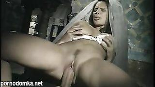 Священник трахнул шлюху невесту на свадьбе