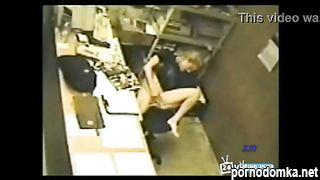 Девчонка дрочит на работе под скрытой камерой