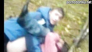 Грибник прервал быструю скрытную еблю парочки школьников в лесу