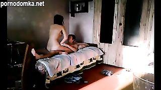 Бесстыжая русская сестренка совратила брата на еблю в их комнате