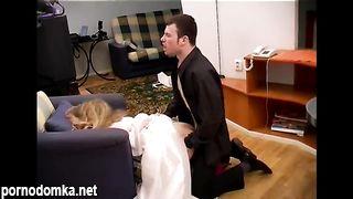Наглый курьер больно насилует молодую невесту до слез