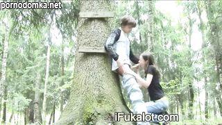 Тайное свидание в лесу закончилось шикарным минетом