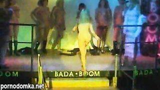 Вечеринка с групповой еблей в русском ночном клубе