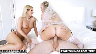 Доченька застала мамку невесту со своим парнем и согласилась на групповушку с ними перед свадьбой