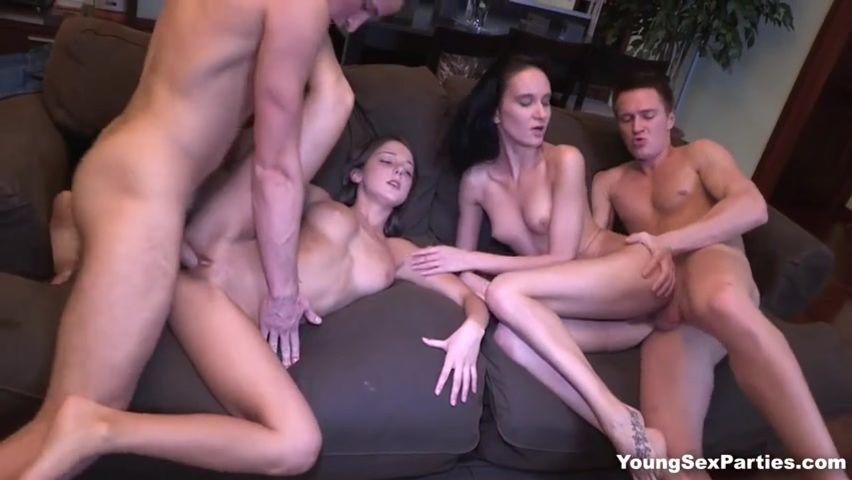 Поменялись партнерами на секс вечеринке