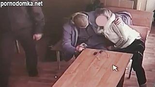 Русская жена сосет мужу зеку хуй в комнате для свиданий