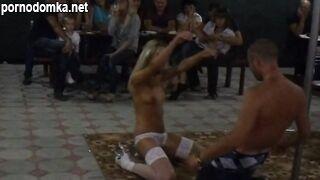 Украинка в белых чулочках и трусишках танцует стриптиз в чебуречной на берегу кирилловки